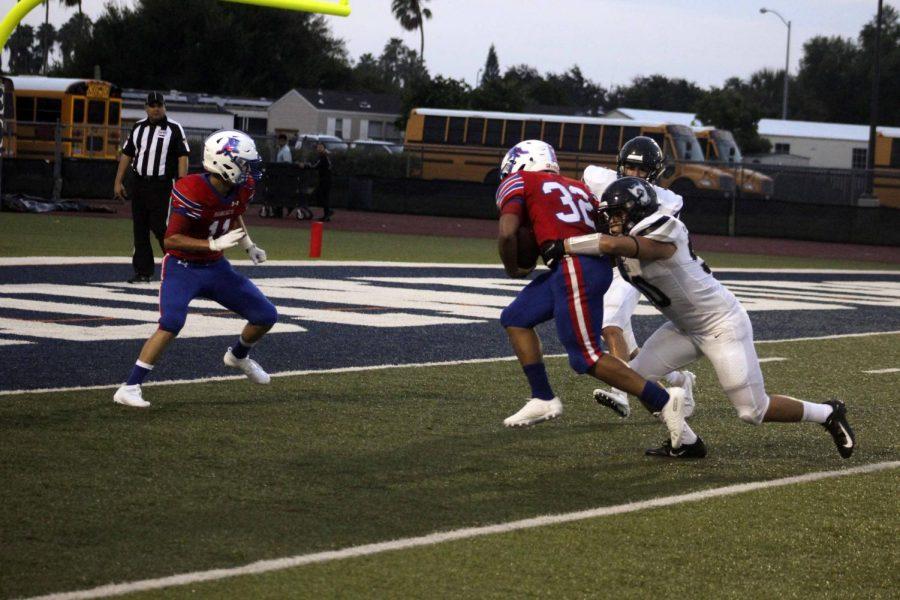 Junior%2C+Shandon+Woodard+scores+a+touchdown+at+the+football+game+against+Brownsville+Rivera+last+week.