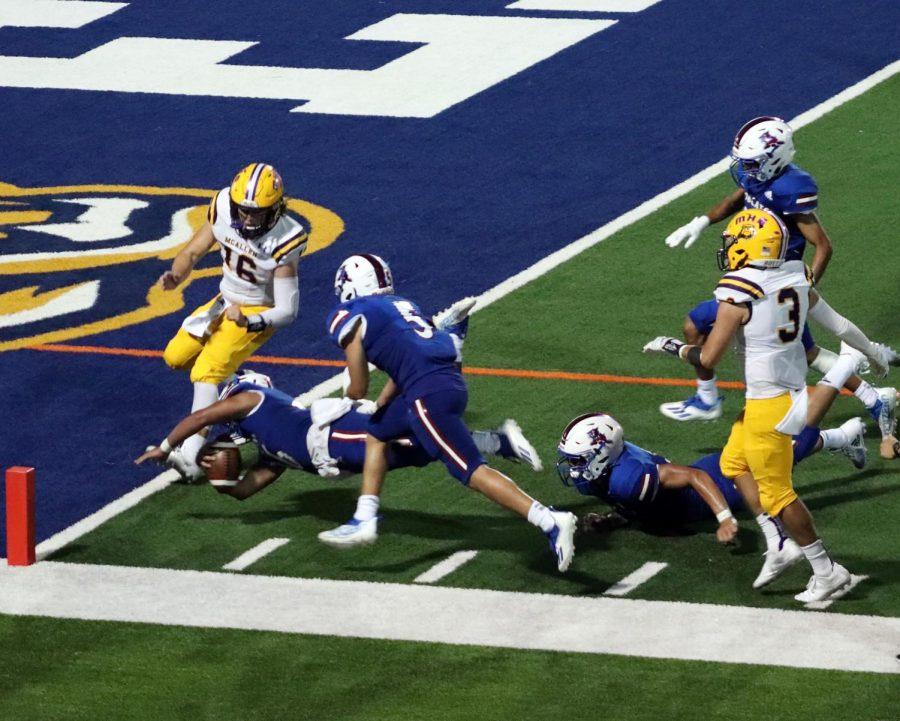 Senior+Linebacker+Jonathan+Duran+dives+for+the+goal+line++making+a+touchdown.